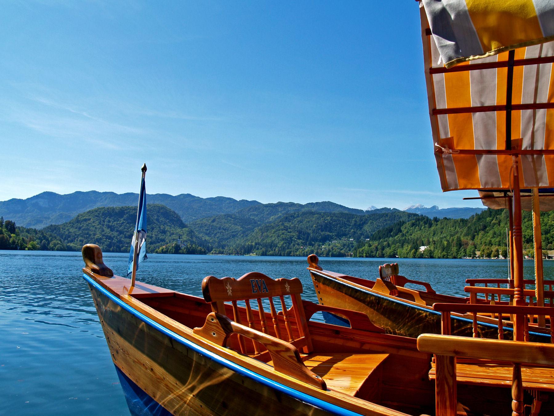Pletna boats at Lake Bled