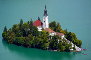 bled-island-church-zoom-300