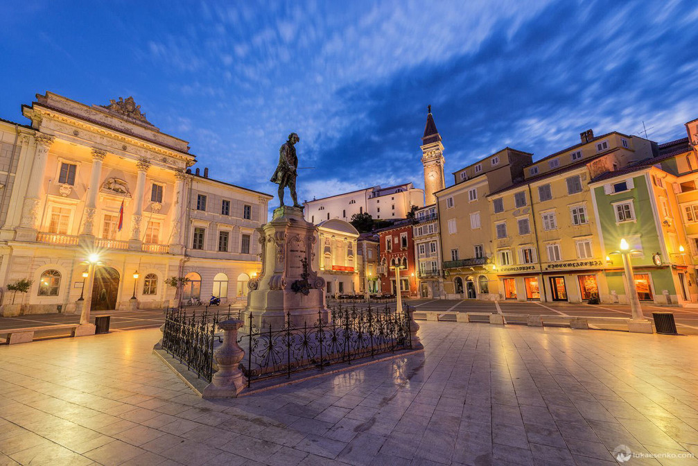 Tartini Square in Piran is very picturesque, surrounded by Venetian buildings with beautiful architecture displayed