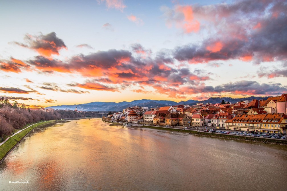 River Drava wending its way through the city of Maribor, Slovenia