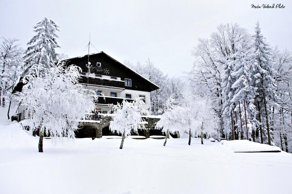 Planinski Dom Na Mrzlici mountain hut in the Sava Hills in winter