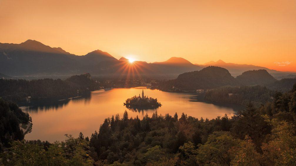 Beautiful autumn panorama of Lake Bled, Slovenia at sunrise